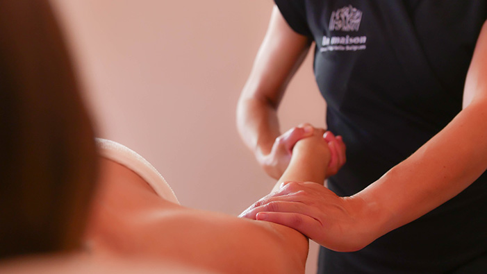 Massage doux la maison par Murielle Salgues